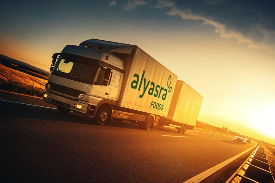 Alyasra-Foods-delivering